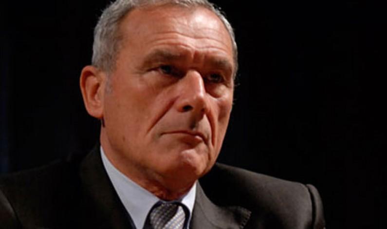 Aggiungi un posto a Tavola che c'è un criminale in più – lo dice Piero Grasso