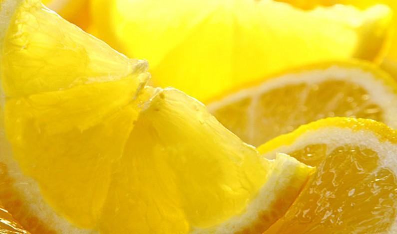 """Limone, tipico frutto mediterraneo: 11 usi """"Beauty"""""""