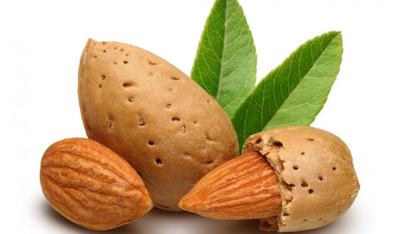 Trenta grammi di mandorle al giorno fanno bene al cuore